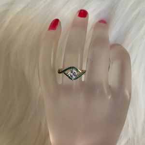 NWOT CZ and simulated emerald ring